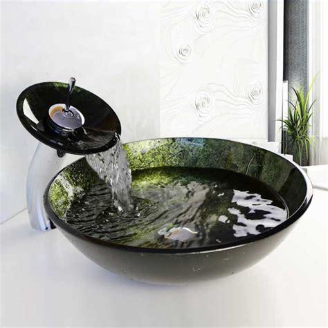 waschbecken kleines badezimmer waschtisch kleines bad mit waschbecken rund glas komplett