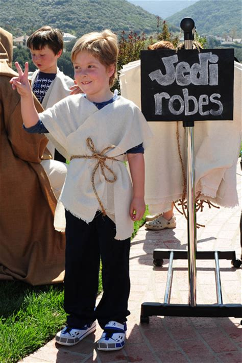 diy jedi robe see inside spelling s wars birthday for liam page 2