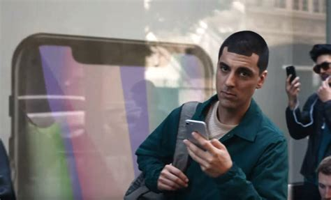 apple notch samsung ad ruthlessly mocks iphone x notch with apple