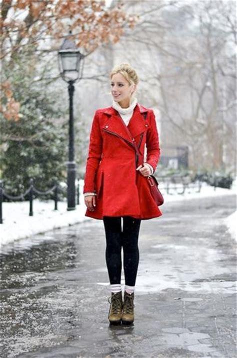 roter mantel persunkleid