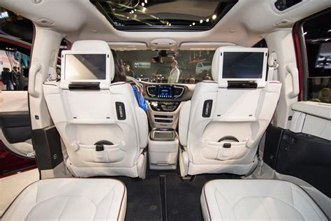 Chrysler Pacifica Interior by 2017 Chrysler Pacifica Rear Seat Entertainment System