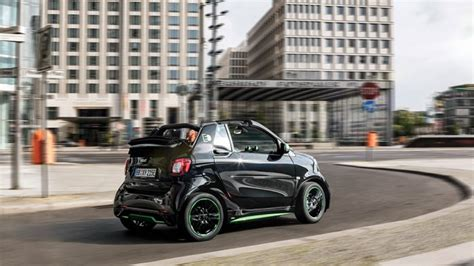 how fast can a smart car go how fast can the 2017 electric smart car drive