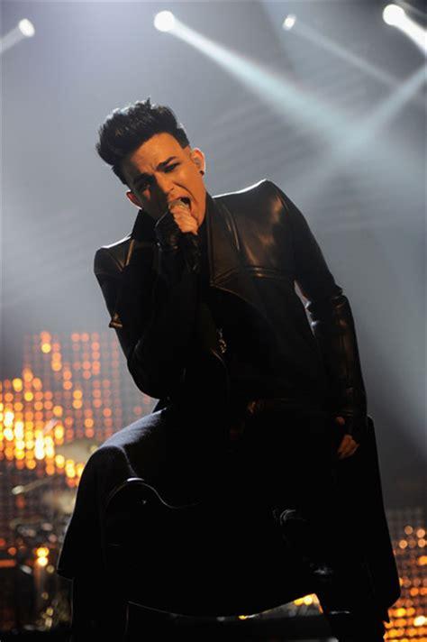 live adam lambert selena gomez justin bieber rock adam lambert sings with at mtv european awards