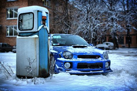 subaru snow wallpaper pictures subaru impreza wrx sti blue winter snow automobile