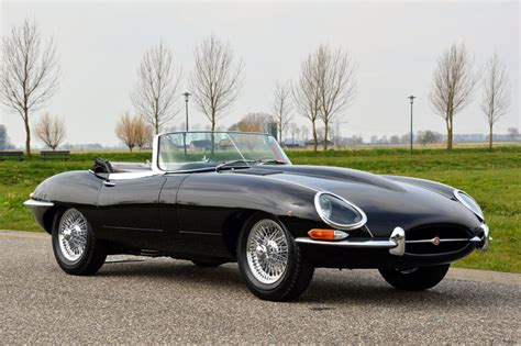 jaguar e type a celebration of the world s favourite 60s icon great cars books jaguar e type s1 roadster 3 8 litre classics