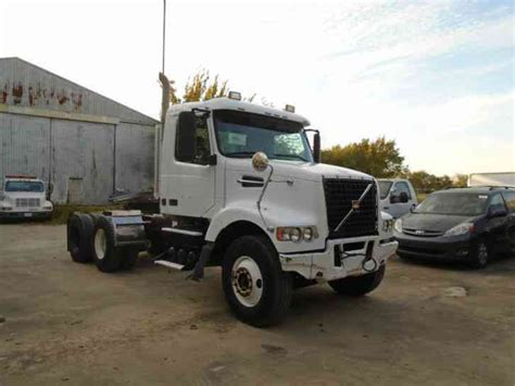 volvo heavy trucks for sale freightliner ca12564dc cascadia 2011 daycab semi trucks