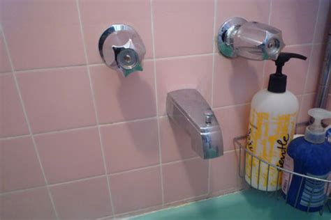 Fixing A Bathtub Faucet by How To Fix A Leaking Bathtub Faucet