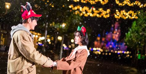 funny christmas presents in shanghai shanghai disney resort kicks christmastime with snow of winter