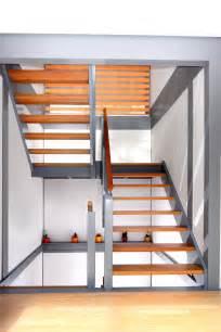 treppe podest treppe mit gel 228 nderf 252 llung aus glas und podest