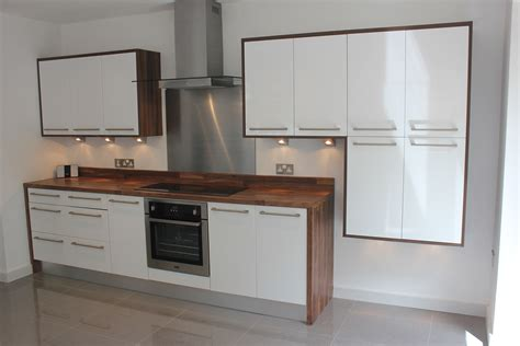 gloss white kitchens hallmark kitchen designs gloss white wood effect laminate worktops hallmark