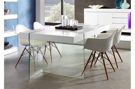 Délicieux Table Salle A Manger Design #2: table-de-salle-a-manger-design-verre-et-laque-mat-blanche.jpg