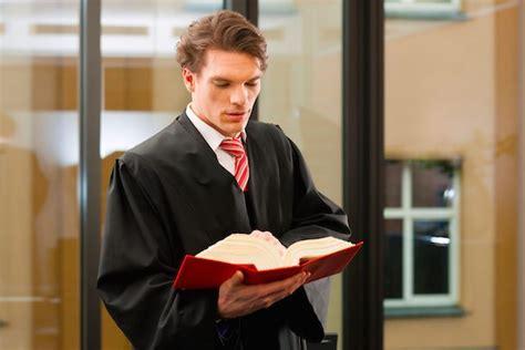 tirocinio presso uffici giudiziari anticipo tirocinio forense approvati i sei mesi di