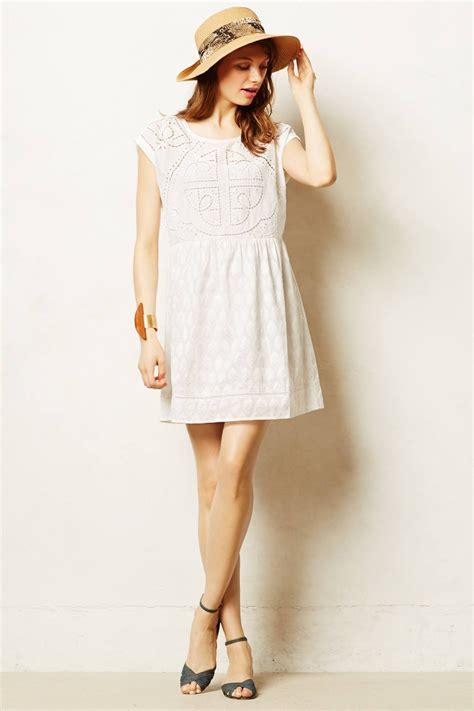 Dress Vannesa lyst virginia embroidered cutwork dress in white