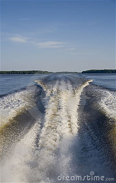 speed boat wake speed boat wake royalty free stock images image 5337169