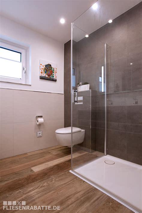 Badezimmer Fliesen Größe by Badezimmer Mit Bodenfliesen Kronos Woodside Oak Und