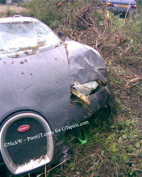 bugatti crash bugatti veyron crashed by uk driver photo it s your