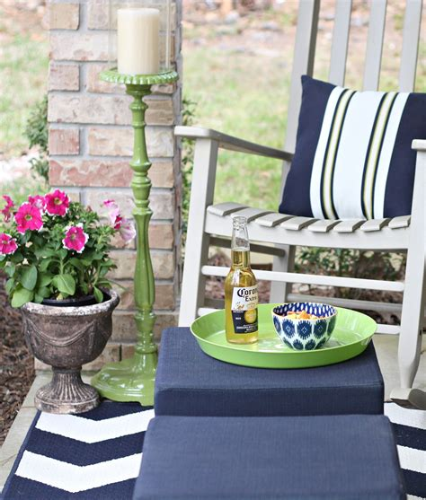 can you paint wooden garden furniture with emulsion