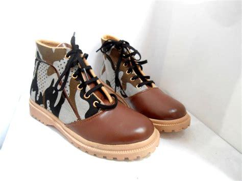 Kets Wanita Coklat 1 jual sepatu kets wanita docmart army kanvas sintetis grosir sandal dan sepatu