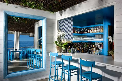 il riccio stylish waterfront restaurant  capri