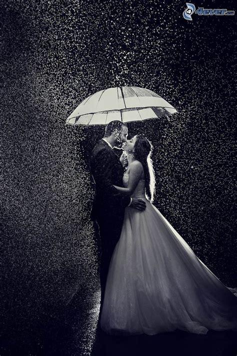 imagenes blanco y negro parejas pareja en la lluvia