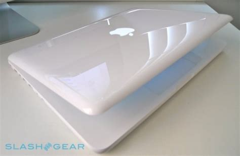 Macbook Pro White by Macbook Unibody Review Late 2009 Slashgear