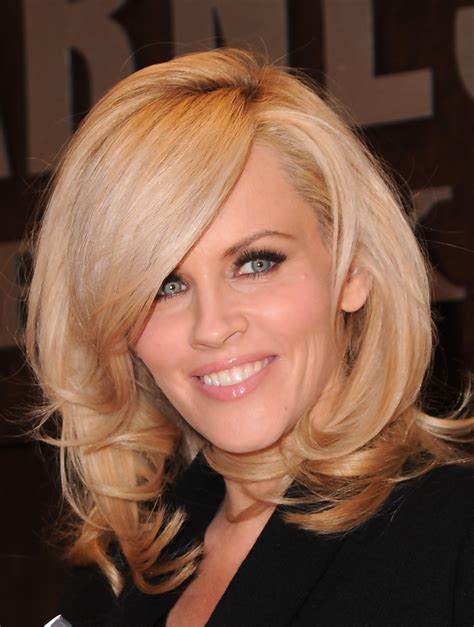 current pictures of jenny mccarthys hair jenny mccarthy medium layered cut jenny mccarthy hair