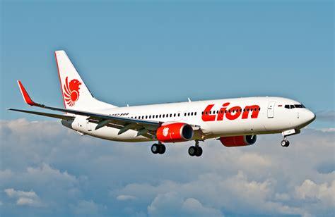 lion air vs wings air pesawat lion air group video doraemon s blog