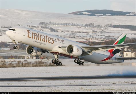 emirates aircraft boeing emirates finalize order for 150 777xs beemtech