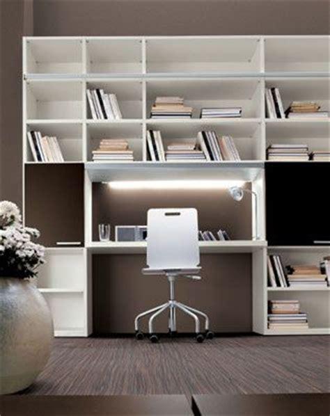 libreria con scrivania incorporata oltre 25 fantastiche idee su scrivania ad angolo su