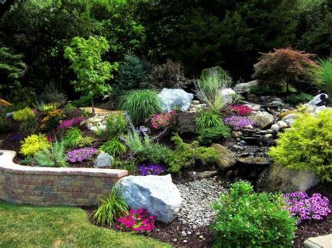 Beau Amenagement De Jardin Avec Des Pierres #1: aménagement-jardin-de-rocaille-vegetation-couleurs-vives-murettes-pierres.jpg