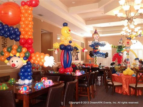 circus themed balloon decor 1000 images about circus clowns on circus
