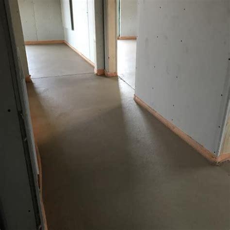 polierter betonboden selber machen estrich machen sichtbeton selber machen betonwand selber