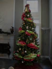 The perfect christmas tree using wide ribbon garland youtube