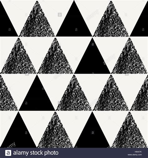 repeating pattern en français seamless repeating pattern with triangle shapes in black