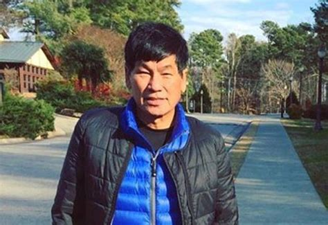 Dr David Dao Criminal Record United Passenger Dragged Flight Identified As Doctor