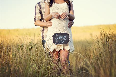 themes for maternity pictures rustic country maternity shoot with pregnancy announcement