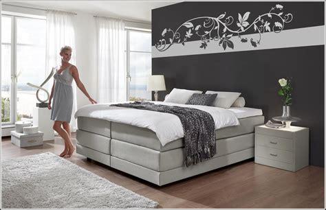 Ideen Für Wände Gestalten by Farbige Wand Schlafzimmer