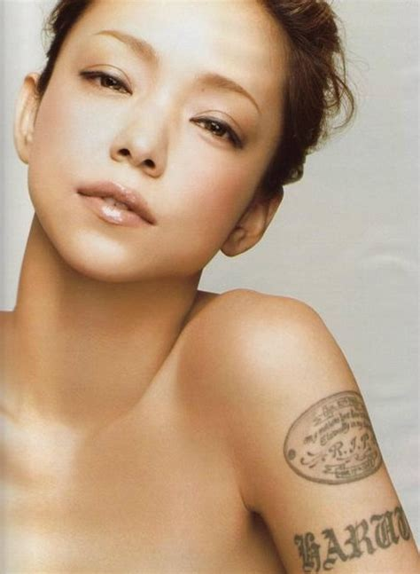 namie amuro with her meaningful tattoo dedicated to her