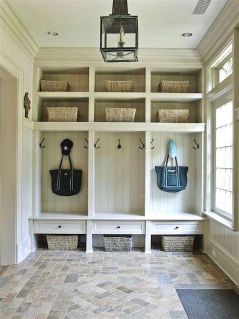 keeping  mudroom tidy  easy storage ideas