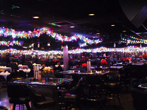 top bars in milwaukee onmilwaukee com bars clubs milwaukee s best cougar bar