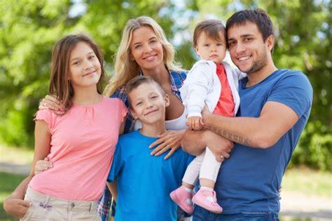 imagenes hijos felices padres felices con sus hijos en el parque descargar