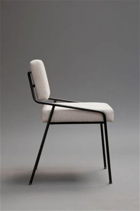 mousse rembourrage chaise alain richard chaise en m 233 tal laqu 233 noir et mousse home decorating magazines