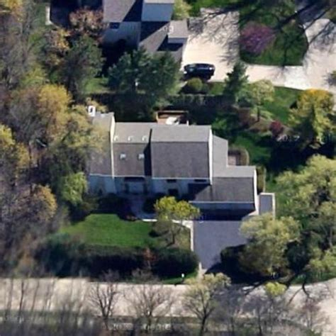 michael jordan house sold michael jordan s house former in highland park il google maps virtual globetrotting