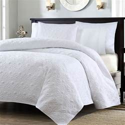 full queen size white quilted coverlet set   shams