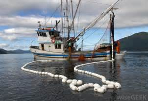 What are Fishing Vessels? (with pictures)