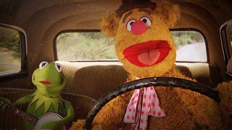mirror movie clip fozzie bear kermit the frog fozzie bear and kermit the frog sing express yourself by nwa