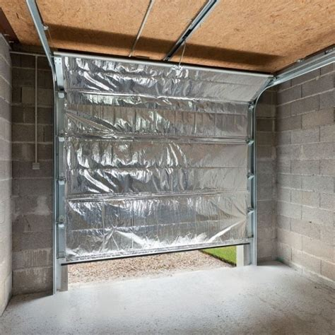 isolare porta garage comment isoler garage porte et murs habitatpresto