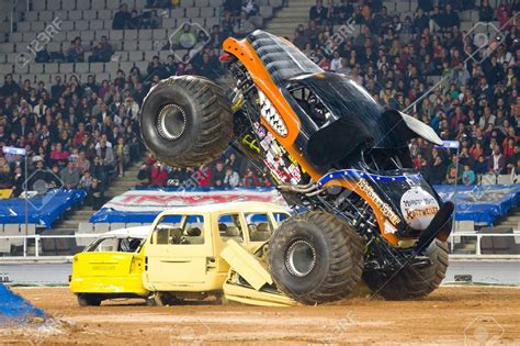 monster mutt monster truck videos monster jam monster mutt rottweiler monster truck big