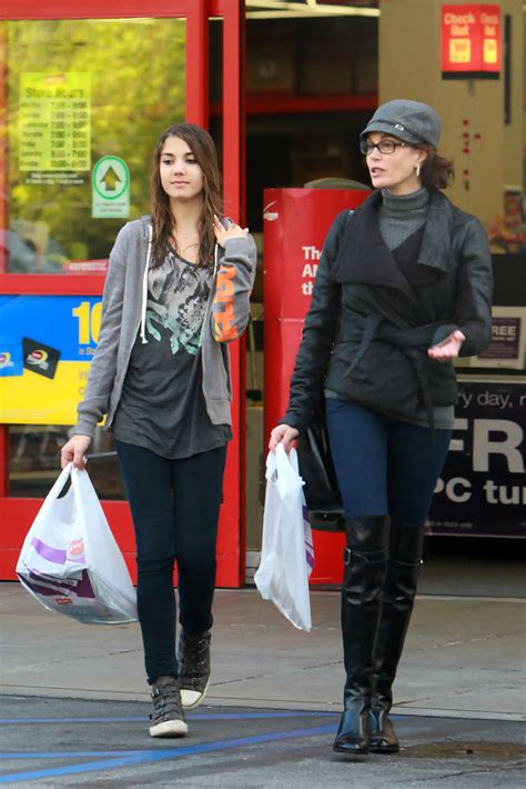 Get Look Teri Hatchers Swarovski Clutch From Clothes Our Back by More Pics Of Teri Hatcher Leather Tote 16 Of 16 Teri