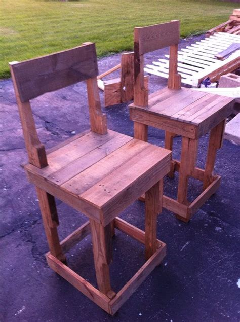 Bar Stools Made Out Of Pallets by 17 Best Ideas About Pallet Bar Stools On